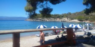 Lovely beach but mediocre beach bar: Agia Paraskevi Beach Bar (17. July 2016)