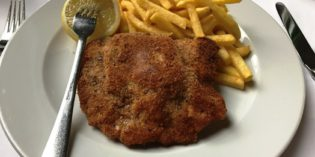 Deliciously stuffed veal Cordon Bleu: Restaurant Lokal (22. March 2017)