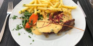 Cheap lunch offering – decent but nothing extraordinary: Restaurant Farnsburg (25. July 2017)