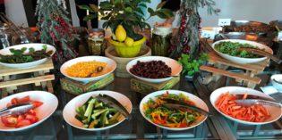 Great breakfast selection: Restaurant Gourmet by Kcal @ Le Méridien Mina Seyahi Beach Resort & Marina (18. December 2017)