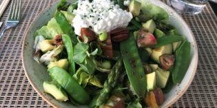 Good salad offering and perfect to sit outside: Restaurant du Théâtre (30. May 2018)