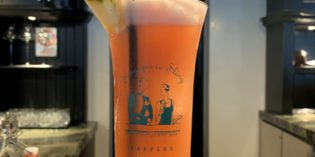 Overrated: The perfect description for the birth place of the Singapore Sling: Long Bar @ The Raffles Hotel (2. January 2019)