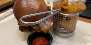 Mediocre burgers with swift service: Pilots Bar & Kitchen (28. January 2019)