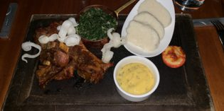 Ugali – an interesting local dish: Restaurant Eagle's Steak House @ Ole Sereni Hotel (19. April 2019)