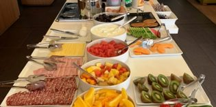 Decent breakfast when you stay in the hotel: Restaurant Oleo Pazzo Mediterranean Bistro @ Courtyard Montpellier (3. August 2019)