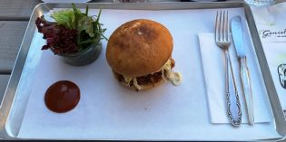 Outstandingly delicious pulled pork burger: Restaurant Kaisers smoked BBQ (12. October 2019)