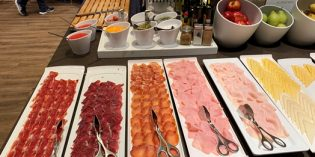 Acceptable breakfast selection: AC Málaga Palacio Restaurant @ AC Hotel by Marriott Málaga Palacio (25. December 2019)