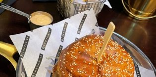 Surprisingly delicious burgers – worth trying: Restaurant Ketch Up (19. March 2021)