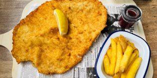 Delicious breaded pork schnitzel which fills your tummy: Restaurant Bistro k2 (9. July 2021)