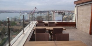 15. April 2011: Roof Top Bar in the Golden City Hotel
